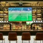 Ver un partido en un bar